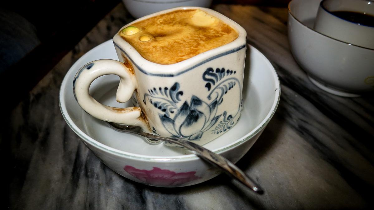O café com ovo surgiu nos anos 40 na cidade de Hánoi (© Miriam Augusto)