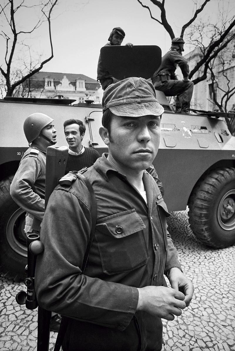 Salgueiro Maia, fotografado por Alfredo Cunha a 25 de Abril de 1974.