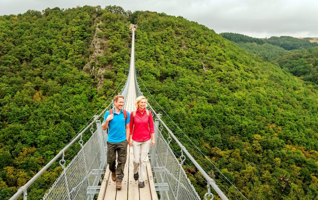 Percurso Saar-Hunsrück, ponte suspensa Geierlay © GNTB, foto Gunter Standl